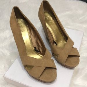 H&M tan wedge sandals size 8